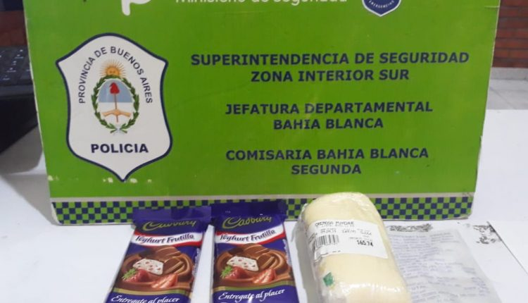 DETENIDO POR INTENTAR ROBAR DOS CHOCOLATES Y UN QUESO